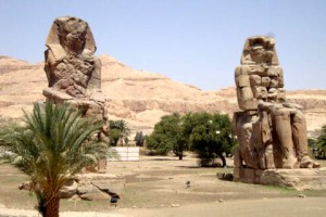 0-Colossi-of-Memnon.jpg