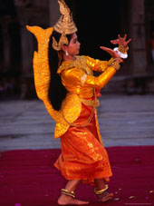 L-28-2807-woman_performing_traditional_dance__angkor__siem_reap__cambodia-Z00DOAIS.jpg