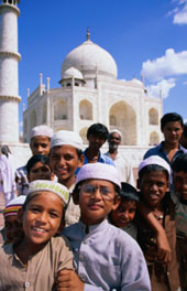 L-11-1176-group_of_boys_with_taj_mahal_in_background__looking_at_camera__agra__india-Z000UCYO.jpg
