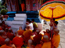 L-21-2188-buddhist_monks_at_wat_xiengthong__lunar_new_year__luang_prabang__laos-Z00DADLA.jpg