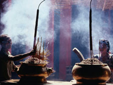 L-21-2188-incense_offerings_at_phuc_hai_tu_pagoda_in_ho_chi_minh__ho_chi_minh_city__vietnam-Z00DADL9.jpg