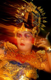 L-16-1600-gamelan_dancer_in_performance__bali__indonesia-Z00DF6MA.jpg