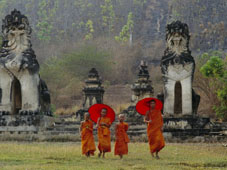 L-22-2271-novice_buddhist_monks__doi_kong_mu_temple__mae_hong_son__northern_thailand__asia-Z00DZQA2.jpg