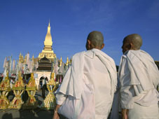 L-21-2157-religious_rites__pha_that_luang__vientiane__laos__indochina__southeast_asia-Z00DC6XU.jpg