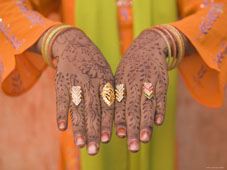 L-26-2663-young_indian_girl_with_hennaed_hands__jaipur__rajasthan__india-Z00DUGSB.jpg