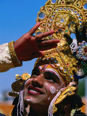 L-27-2723-performer_plays_krishna_at_holi_festivities__jaipur__india-Z00DNI7D.jpg