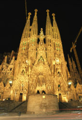 L-14-1481-night_view_of_antoni_gaudis_la_sagrada_familia_temple-Z000QY26.jpg