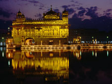 L-20-2098-golden_temple_harmandir_sahib_on_waterfront__amritsar__punjab__india-Z00D2R6N.jpg