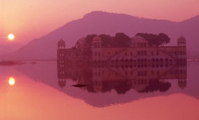 L-26-2680-water_palace_at_sunrise_jaipur__rajasthan__india-Z00DUZTD.jpg