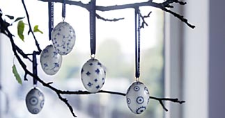 easter-egg-hanging-7.jpg