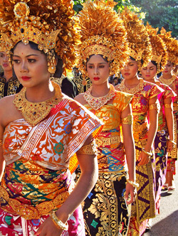 bali-art-festival-traditional-dresses.jpg