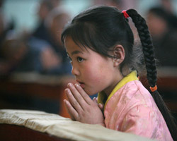 0-chiny_GIRL_PRAYING.jpg