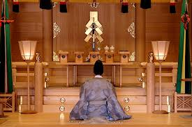 0-japan-6-priest-shinto.jpg