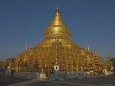 L-21-2174-shwezigon_paya__between_the_villages_of_nyaung_u_and_wetkyi_in__myanmar-Z00DCVZ8.jpg