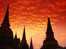 L-27-2722-sun_sets_over_the_chedis_buddhist_stupas_of_wat_phra_si_sanphet__ayuthaya__thailand-Z00DNZWD.jpg